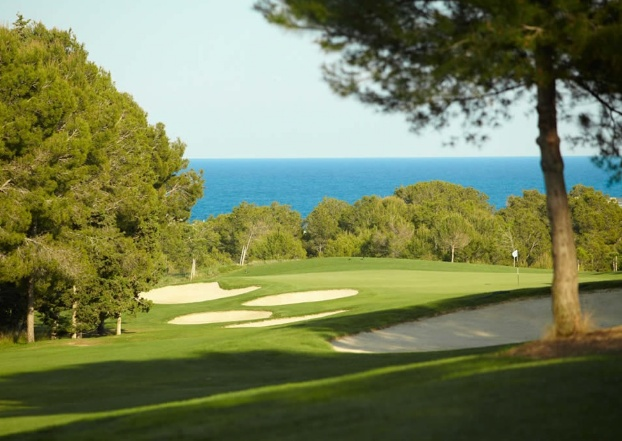 Golf breaks at Lumine Golf & Beach Club, Spain. GRD Rating: 8.4