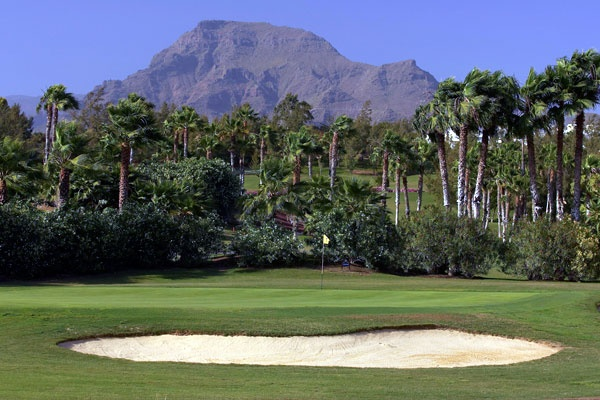 Golf breaks at Golf Las Americas, Spain. GRD Rating: 8.5