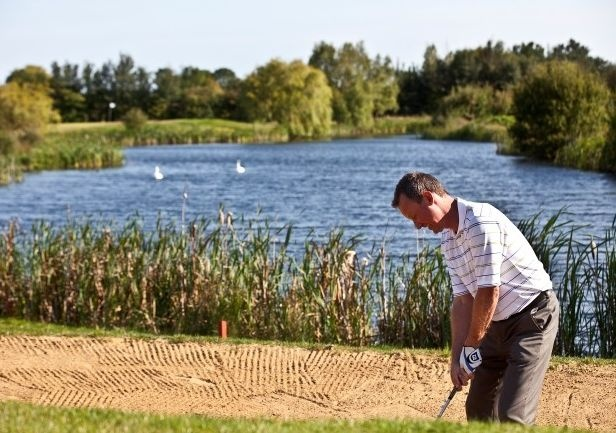 Golf breaks at Five Lakes Resort, England. GRD Rating: 8.6