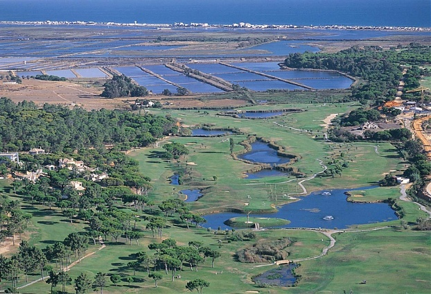 Golf breaks at Pinheiros Altos Golf Resort, Portugal. GRD Rating: 8.7